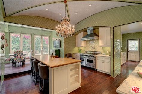 Kirstie Alley Lists Home of Two Decades in L